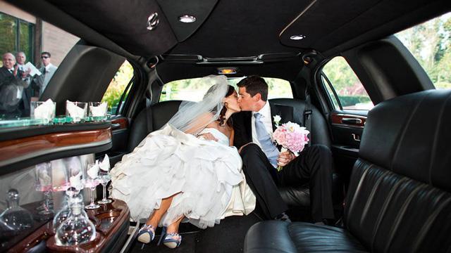 Limuzina čini svadbu glamuroznom
